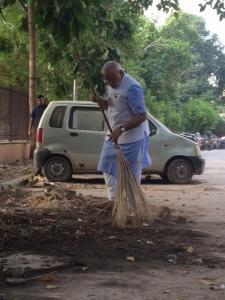 Nerendra Modi ha sido de los primeros en compartir imágenes en las que la escoba es el mejor símbolo de la campaña 'Swachh Bharat' (Limpia India).