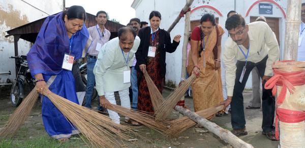 El exsecretario nacional, Rameshwar Chaurasia se sumaba y publicaba esta foto en su cuenta de twitter.