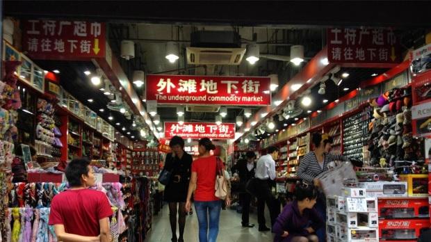 Los chinos son el mejor ejemplo de obsolescencia programada donde existen productos cuya vida útil se ciñe a un día, lo que produce un acelerado aumento de basura.